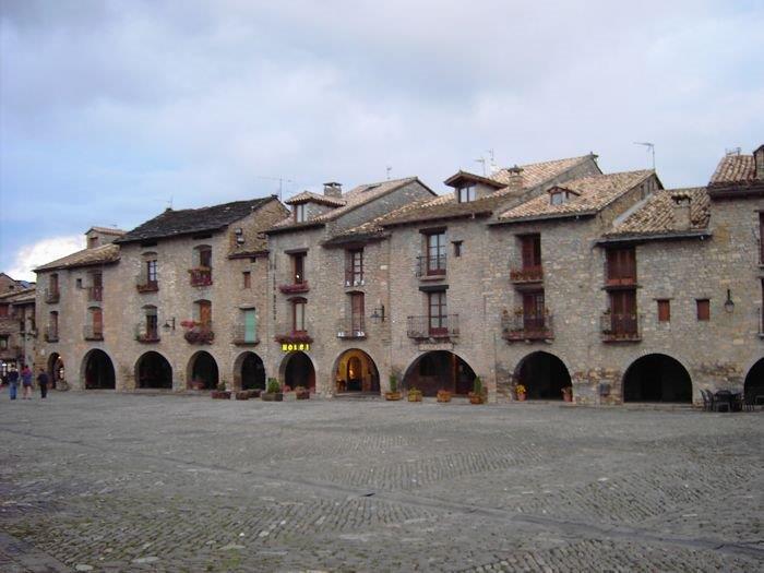 Spain-Pyrenees-Ainsa-1