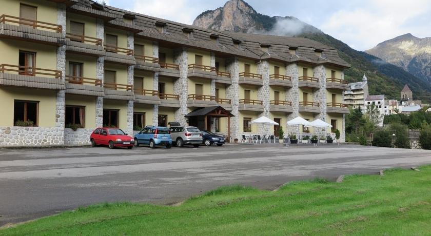 Spain-Pyrenees-Bielsa-1